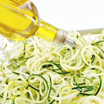 https://www.juliesinner.com/zucchinis-noodles-low-carb-zoodles/
